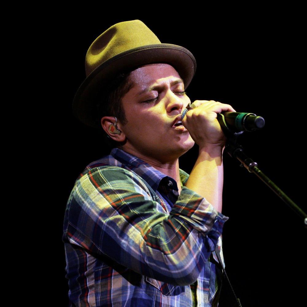 Bruno Mars datation Sugababe